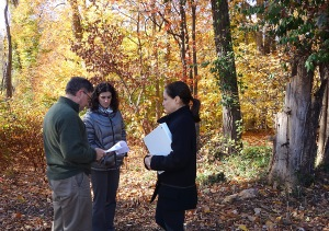Brain Bosenberg and Meredith Carman, landscape architects at Bosenberg & Co., meet with Judy Mandelbaum at the trailhead